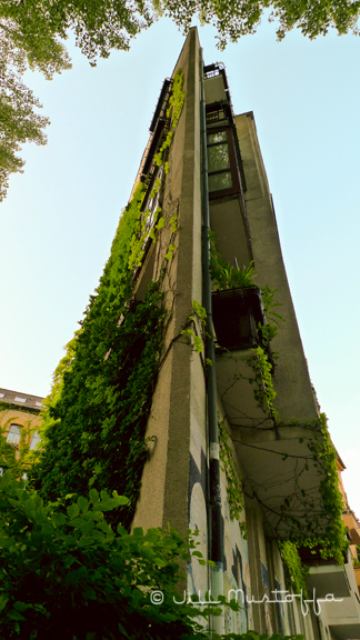 Berlin- Sharp Edge